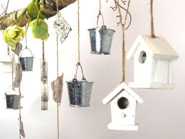 creatina ast aus birkenholz zum aufh ngen mit holzblume. Black Bedroom Furniture Sets. Home Design Ideas